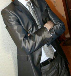 Мужской костюм, рубашка, галстук и прищепка