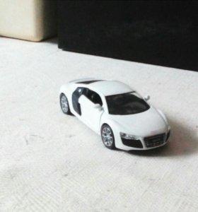 Продам машинку AUDI R8 V10