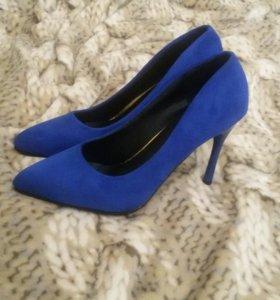 Женская обувь одежда .