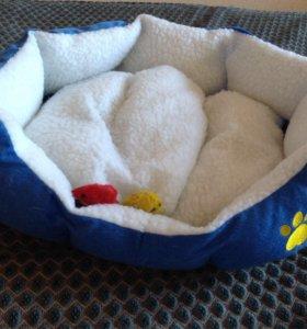 лежанка для котов и маленьких собак