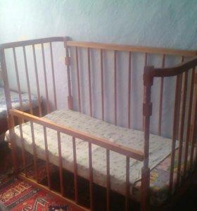 Продам детскую кроватку с мотрасиком