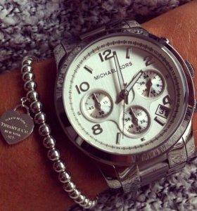 Стильные часы (новые)