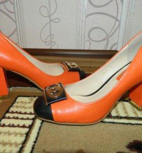 Обувь с небольшим пробегом))