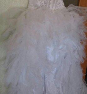 Стильное свадебное платье.