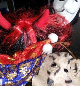 Колпаки, парик с рожками и маски