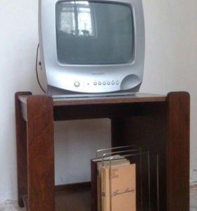 Телевизор 500р.+ тумба на роликах300р.