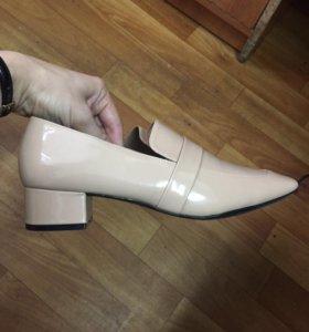 Продаются лаковые туфли H&m