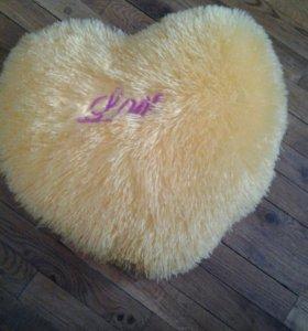 Красивая желтая подушка...