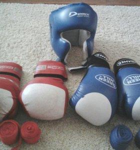 Боксерские перчатки, шлем, бинты