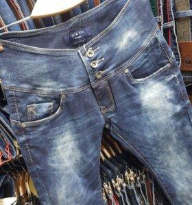 Новые джинсы 42.44рр