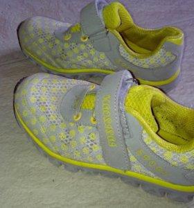 Легкие кроссовки