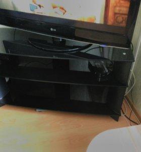 Продам стол под телевизор,есть несколько царапин н