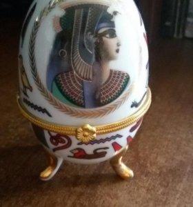 Фарфоровое яйцо для украшений