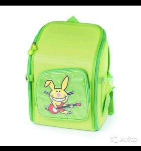 Рюкзак школьный новый с ортопедической спинкой.