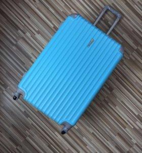Большой семейный чемодан