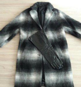 Пальто демисезонное с мохером+длинные перчатки лак