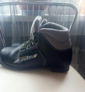 Ботинки лыжные новые.40р.