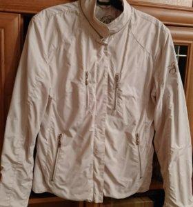 Модная короткая куртка-ветровка на замочке