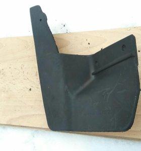 Правый передний брызговик на Ваз2110-2112
