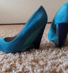 Туфли новые на скале 38-39 размер