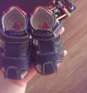 Продаю сандалии!