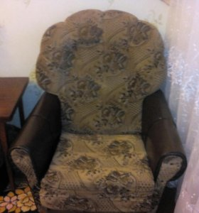 Продам два кресла и диван