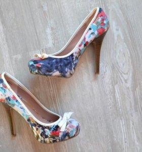Туфли женские в цветочек