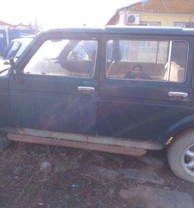 Автомобиль нива( ваз 2131)