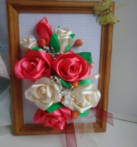 Панно с цветами из атласных лент, в рамке, ручной
