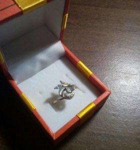 Серебряное кольцо с топазом