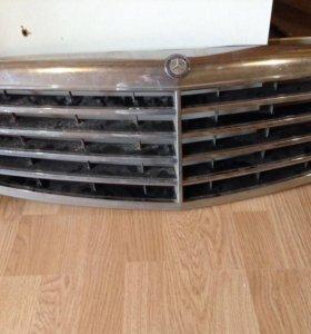 W221 Mercedes решетка радиатора бу