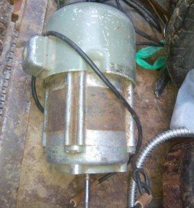 Электродвигатель 400 Ватт. 2800 об/мин
