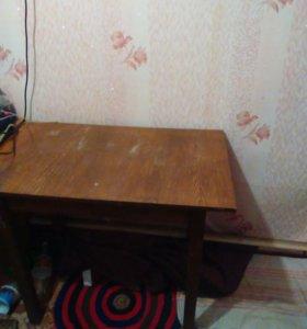 Стол коричневый