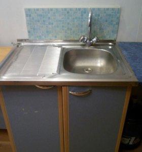 Кухня б/у , три навесных шкафчика, мойка с раковин