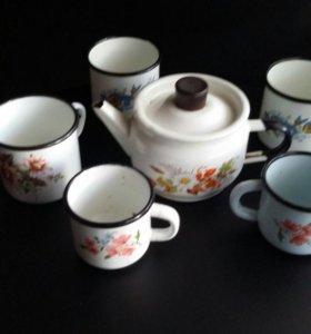 Эмалированный чайник и кружки СССР.