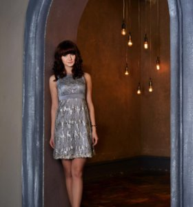 Серебристое платье с пайетками