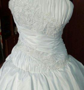 Белоснежное новое платье
