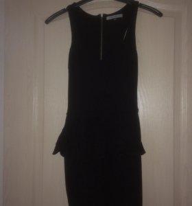 Чёрное платье мини с баской