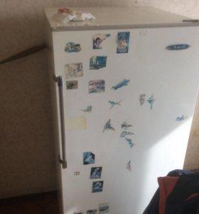 Холодильник ЗИЛ и газовая плита