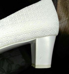 Туфли свадебные, цвет белый с перламутром