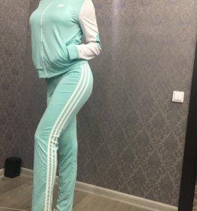"""Продам спортивный костюм """"Adidas"""", 42-44размер"""