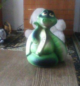 Глининая фигурка змеи. Счастья удачи