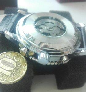 Часы масивные механические .