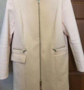 Пастельно-розовое пальто