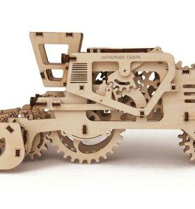 Механическая модель из дерева - Комбайн
