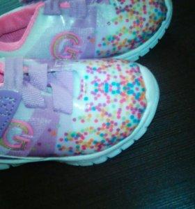 Кроссовки для девочки 19
