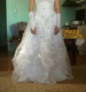 Свадебное платье с голубыми стразами