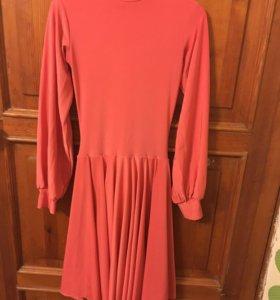 Больно-спортивное платье, длинна 78 см (новое )