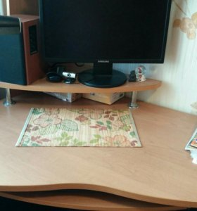 Компьютерный стол со стелажем