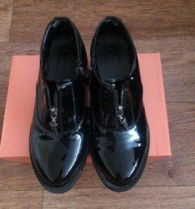 Женские лаковые ботиночки